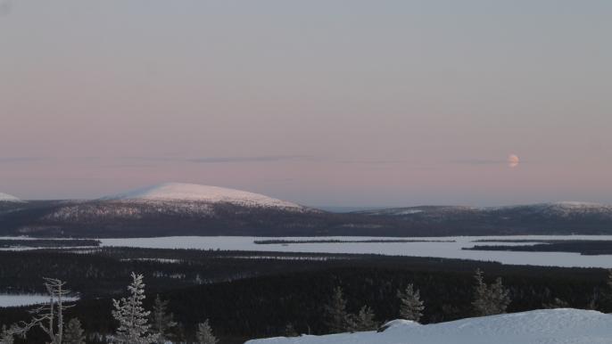 Snowshoeing at Särkitunturi fell for Juki Tours