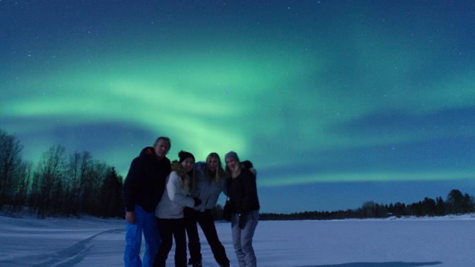 Aurora hunting by car for Juki Tours