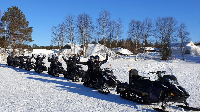 Visit to Husky Farm by Electric Snowmobiles for Aurora eMotion